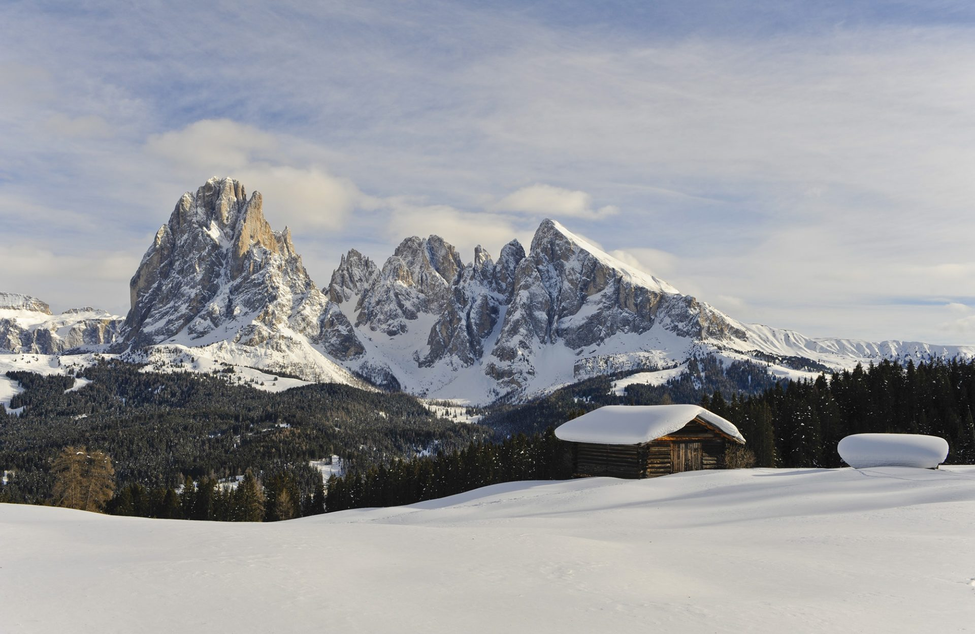 berge-winter-panorama-schnee-almhütte