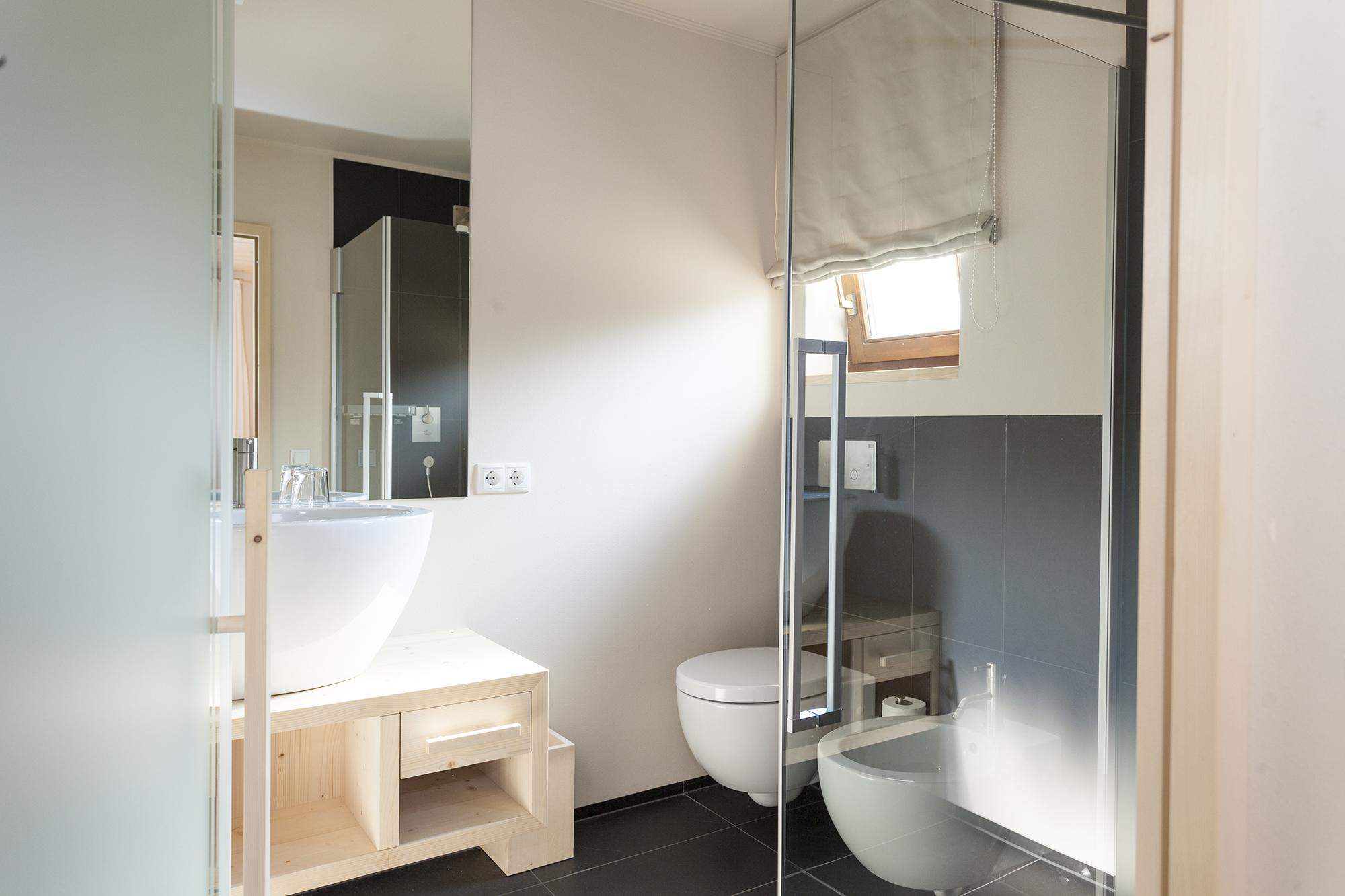hotel-mayr-bathroom-washbasin-toilet