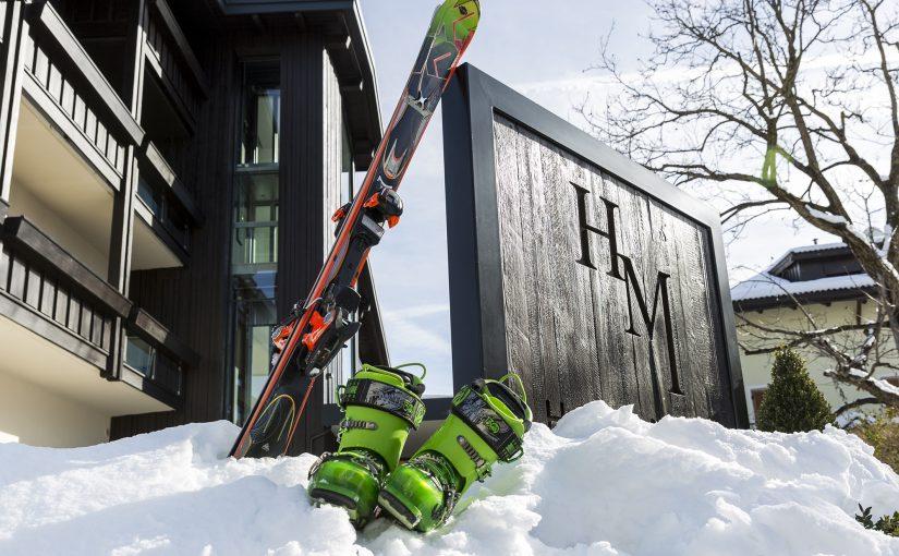 Hotel Mayr Kastelruth Eingangschild Schnee Skier