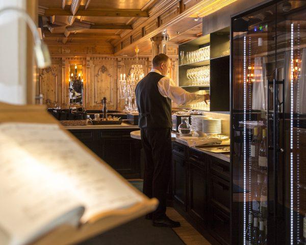 hotel-mayr-lounge-bar-gästebuch