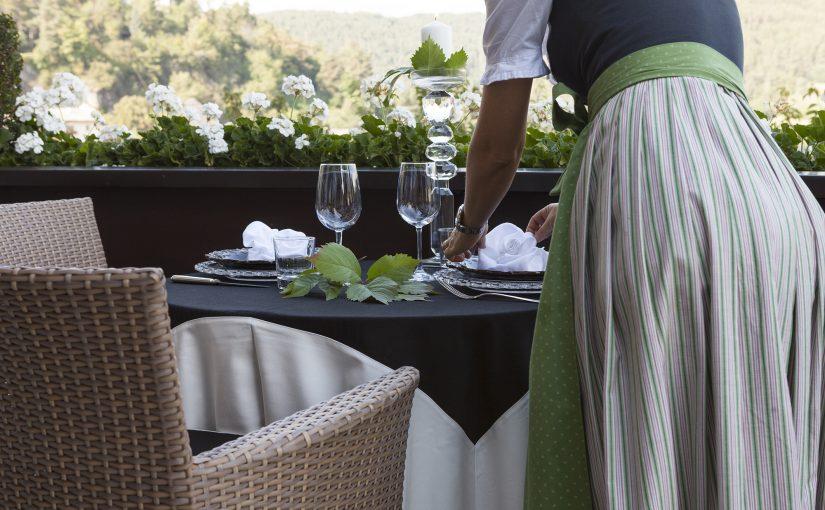 Hotel Mayr Südtirol Terrasse Tisch Gläser