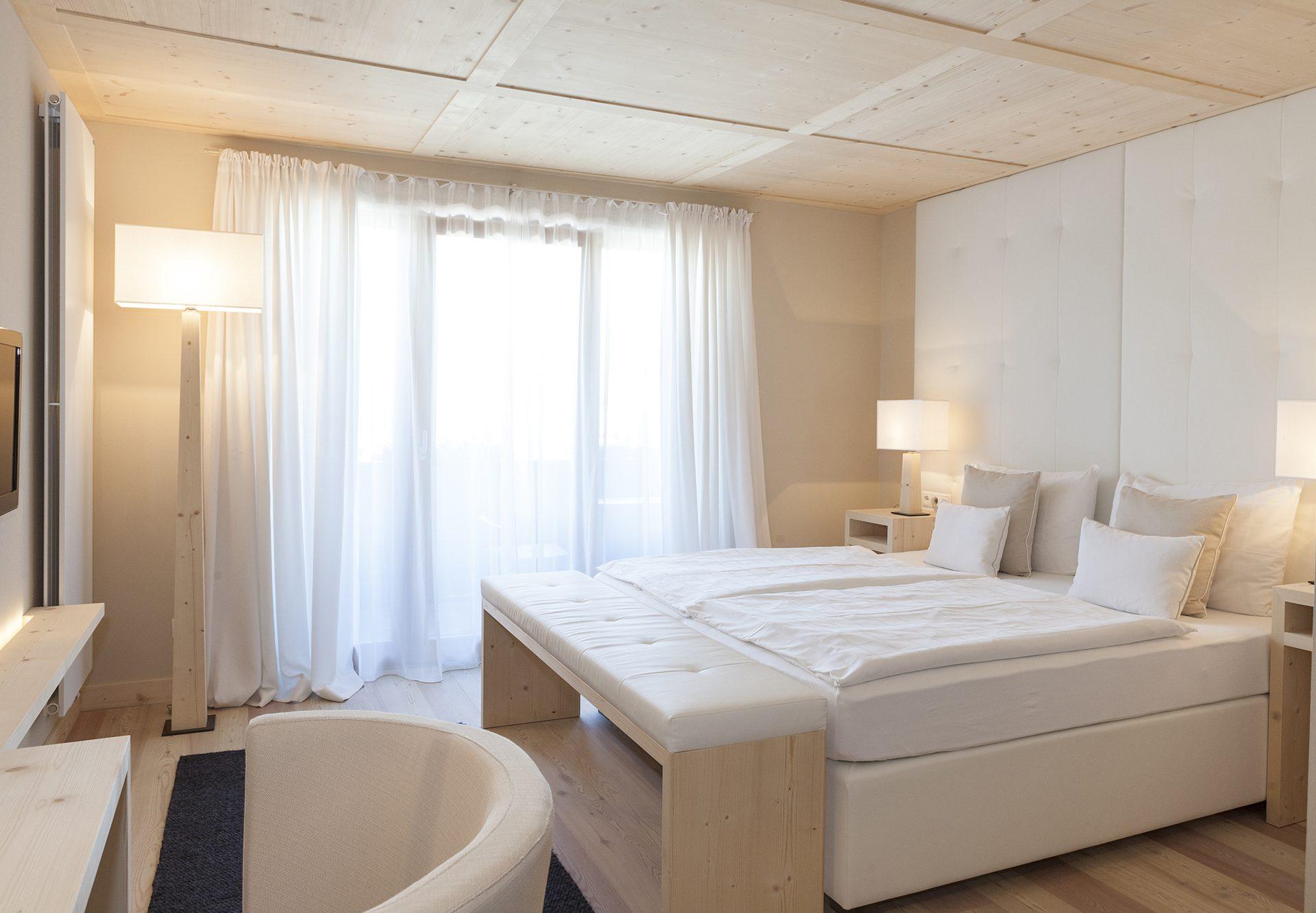 comfort room-bed-chair lighting