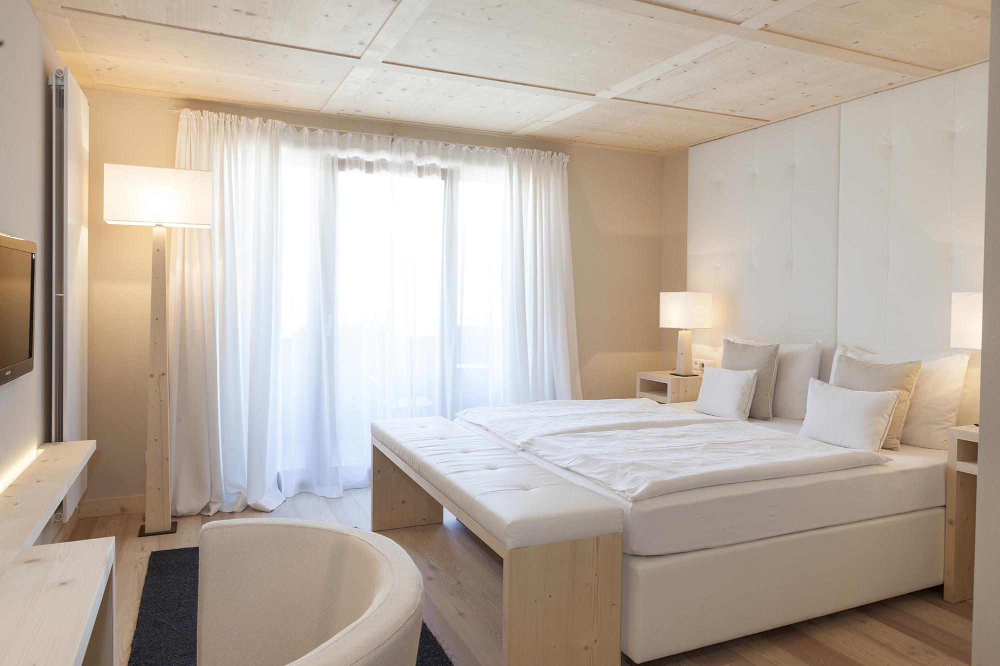 comfort camera-letto-sedia-illuminazione