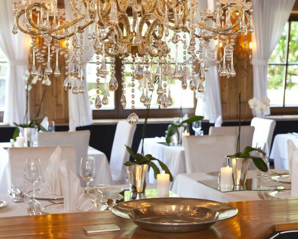 Hotel Mayr Speisesaal mit Kronleuchtern