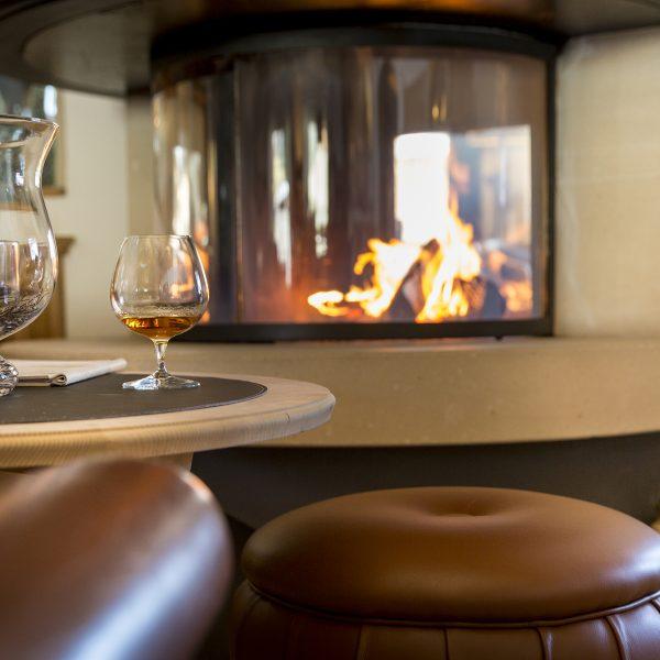 Mayr Lounge Kamin Glas