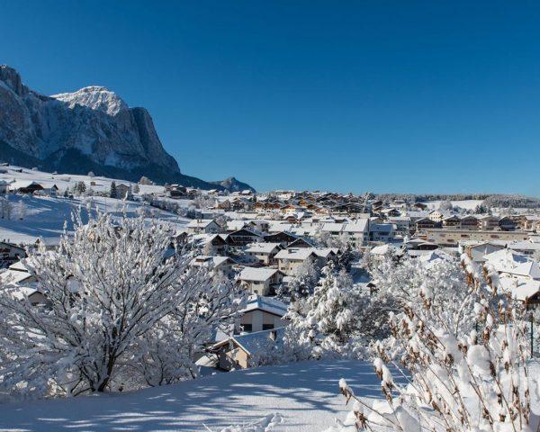 Kastelruth im Winter mit Schnee