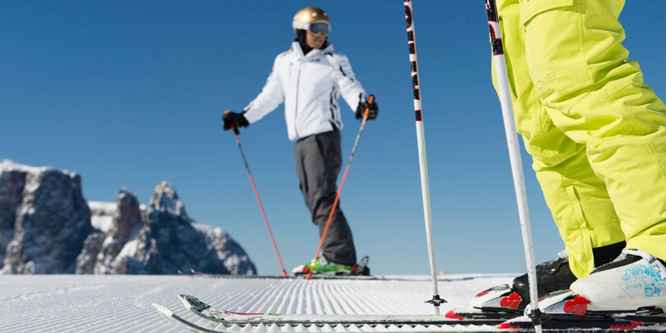 Skiurlaub Skifahren Skifahrer Berg