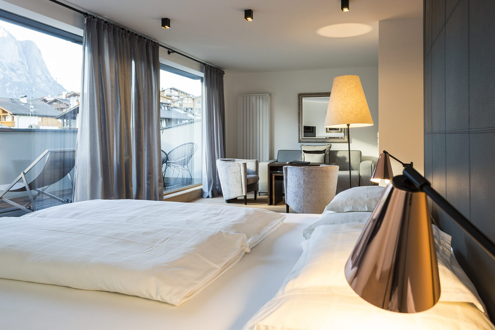 superior room-bed-desk lamp