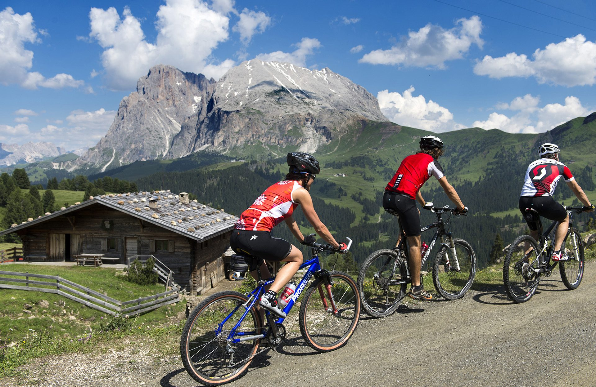 Radfahrer auf der Seiser Alm im Sommer